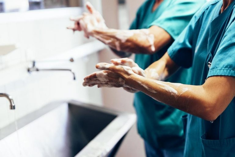 Essential Hygiene Tips for Nurses and Medical Workers