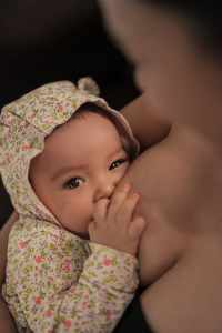 Women With Small Breasts and How to Breastfeed